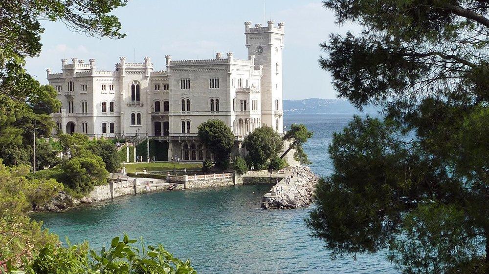 castello-di-miramare-1925340_1920.jpg