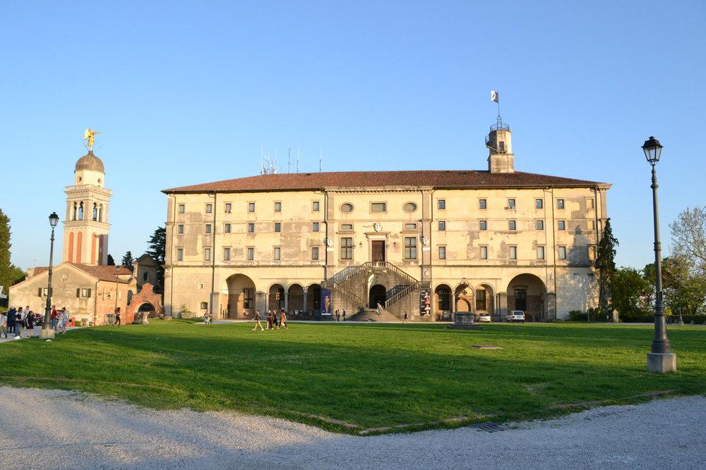 Chiesa di Santa Maria e il Castello, Udine. Foto di Greta Cinalli
