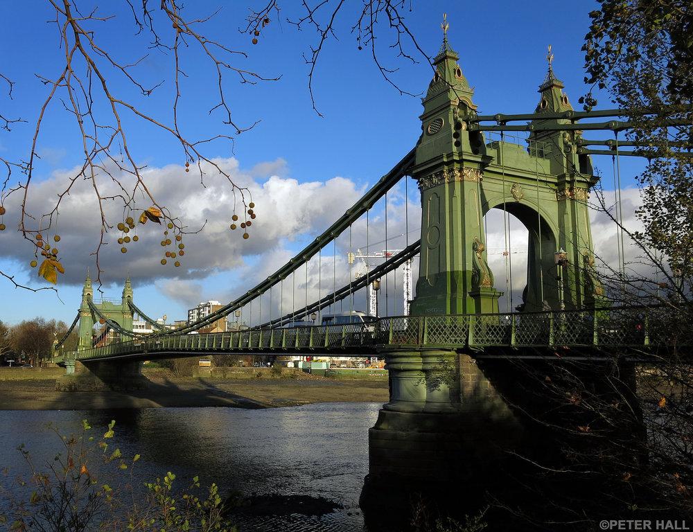 Hammersmith Bridge. Foto di  Peter Hall