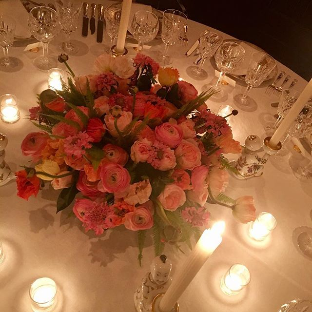 Such a lovely tabletop for a beautiful lady's birthday celebration dinner! Thank you@alan_malouf  @allisonspeerpr  #ranunculas @poppies @julietteroses #japanesescabiosa #tiffanychina