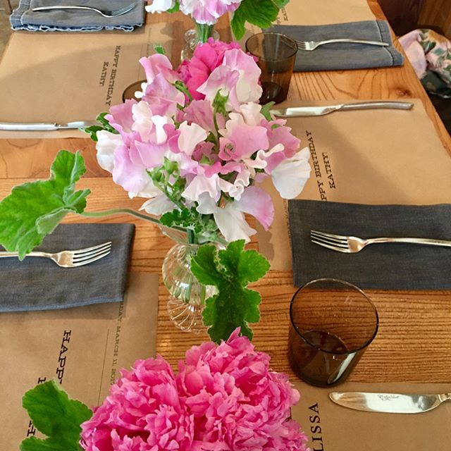 Happy Belated Birthday @kathyhilton 💗🌸! #alwaysprettyinpink #japanesesweetpeas #peonies #scentedgeranium #celebrate ~ gratitude to @allisonspeerpr @cotogna_sf