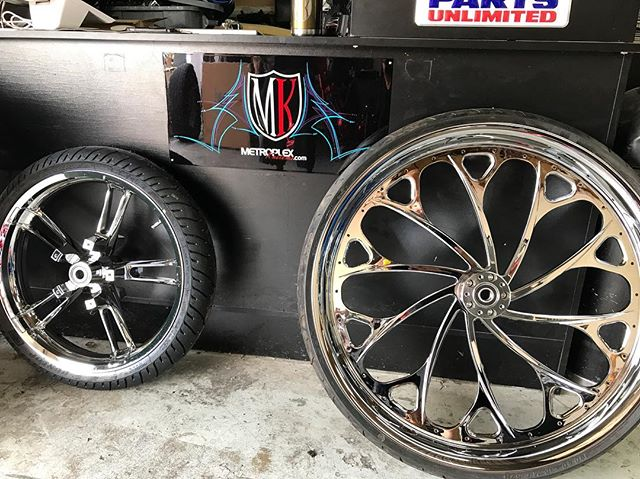 """When your boys new 30"""" wheel comes in🍆🍆🍆 Zakari Alvarado White Now to lay that """"MK"""" Candy Blue Crush Chrome & Black contrast"""
