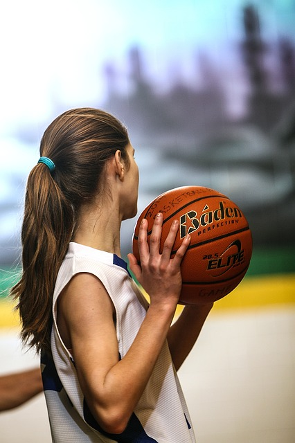 Basketball_Girl_Female_Teenager_Athlete_Player_Ball_Uniform_1474505_S_.jpg