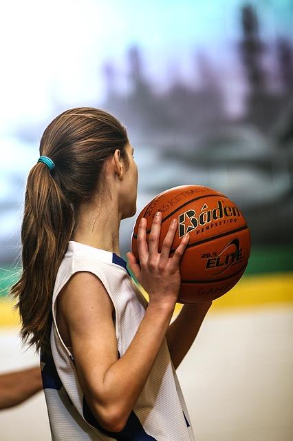 Basketball_Girl_Female_Teenager_Athlete_Player_Ball_Uniform_1474505_S_.jpg