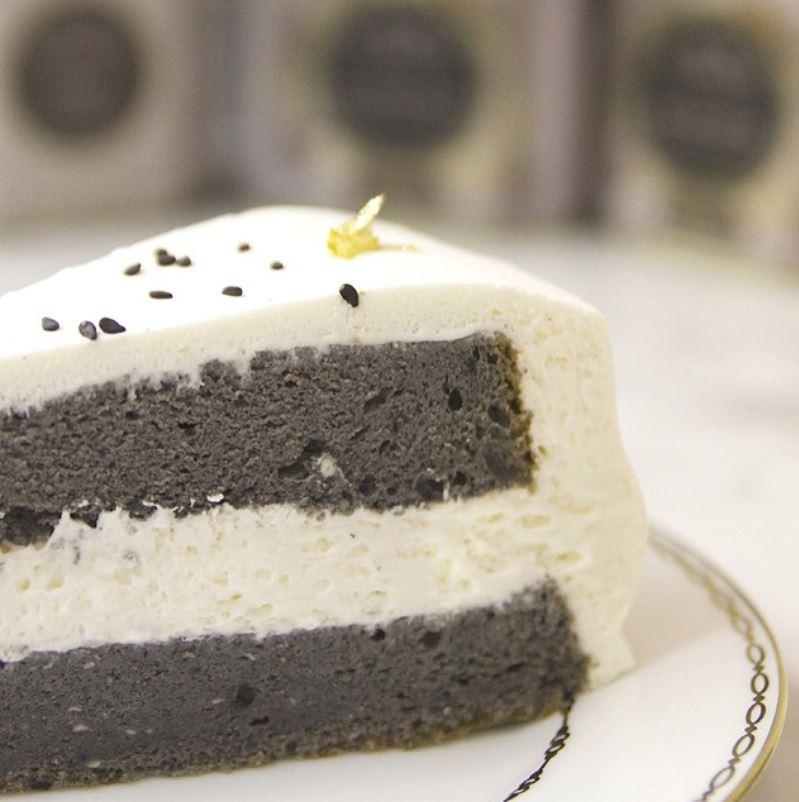 souffle cheesake - black sesame.JPG