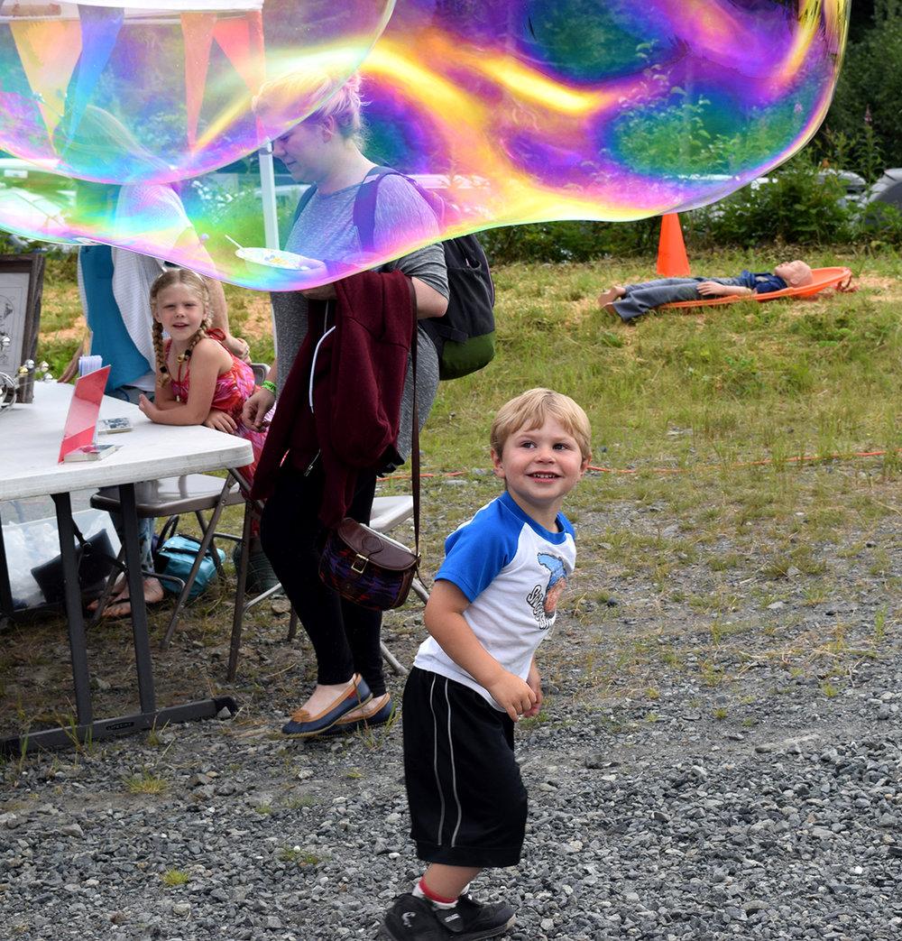 20160716_CA_SalmonJam_little boy_playing_bubbles2_geg.jpg