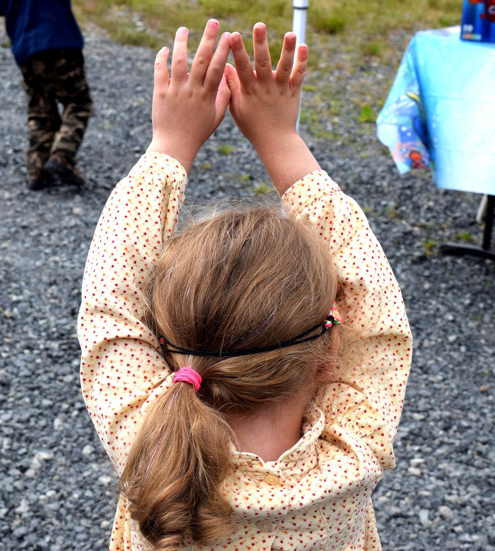 20160716_CA_SalmonJam_little girl_playing_geg.jpg