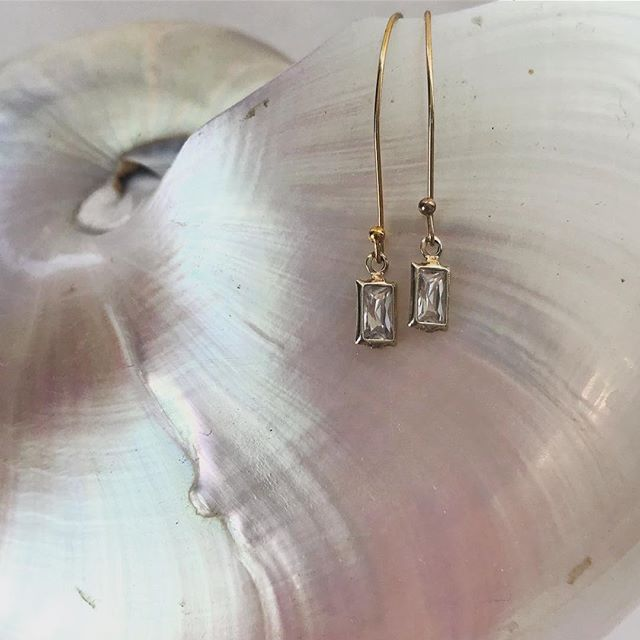 Our new favorite... Keep wearing them over and over again! #rectangledrops #simpleearrings #brenszenjewelry #newclassics