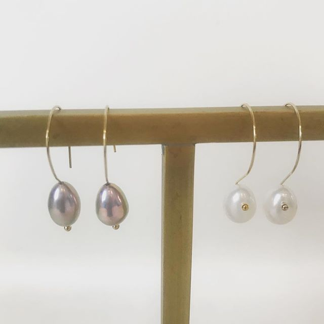 Our best-selling earrings for 4 years... And still going strong. #pearlsimpledrops #pearlearrings #originaldesigns #pearls #modernpearls SWIPE for more colors!
