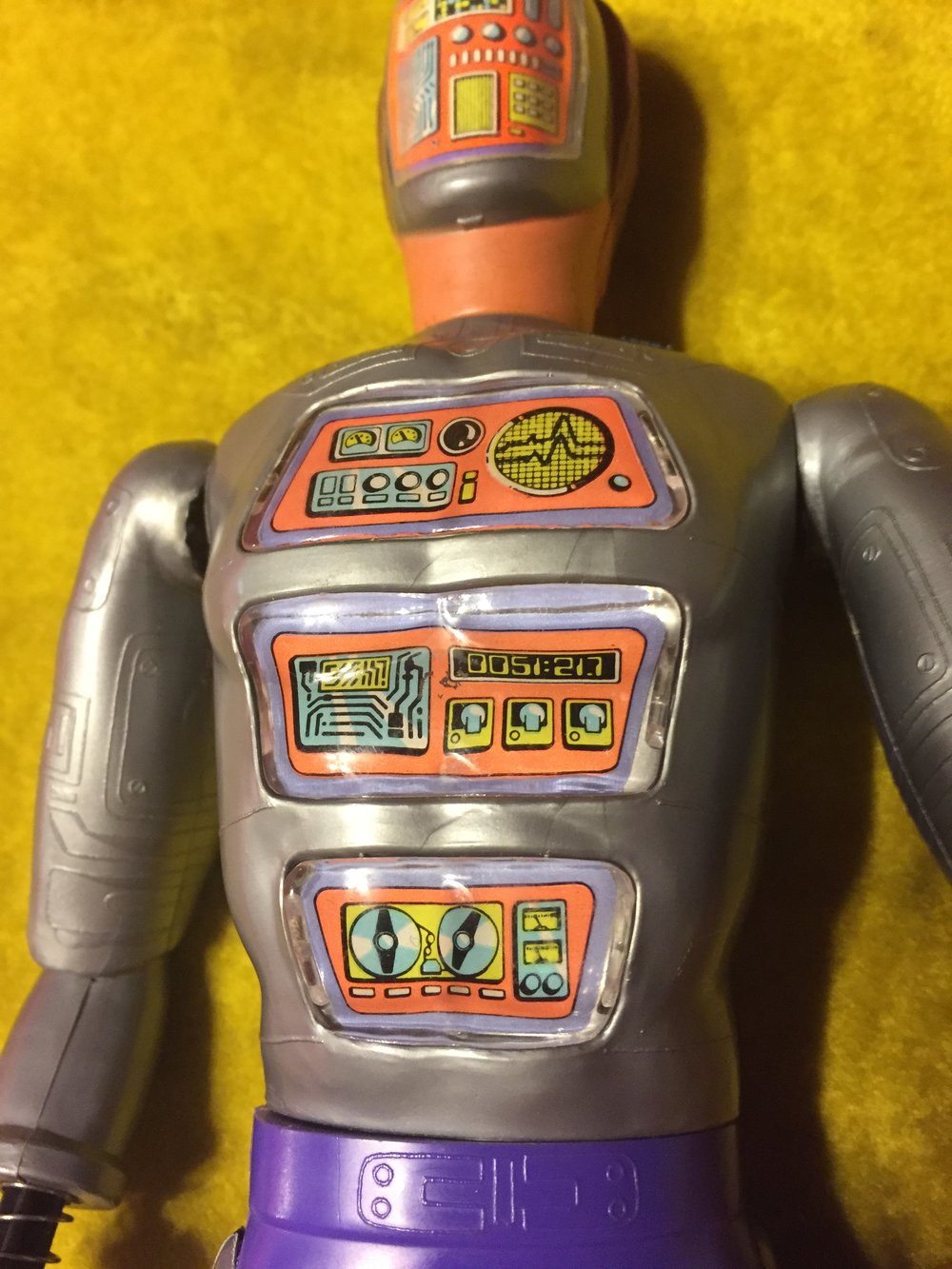 the torso of Maskatron had three REMOVABLE computer panels.