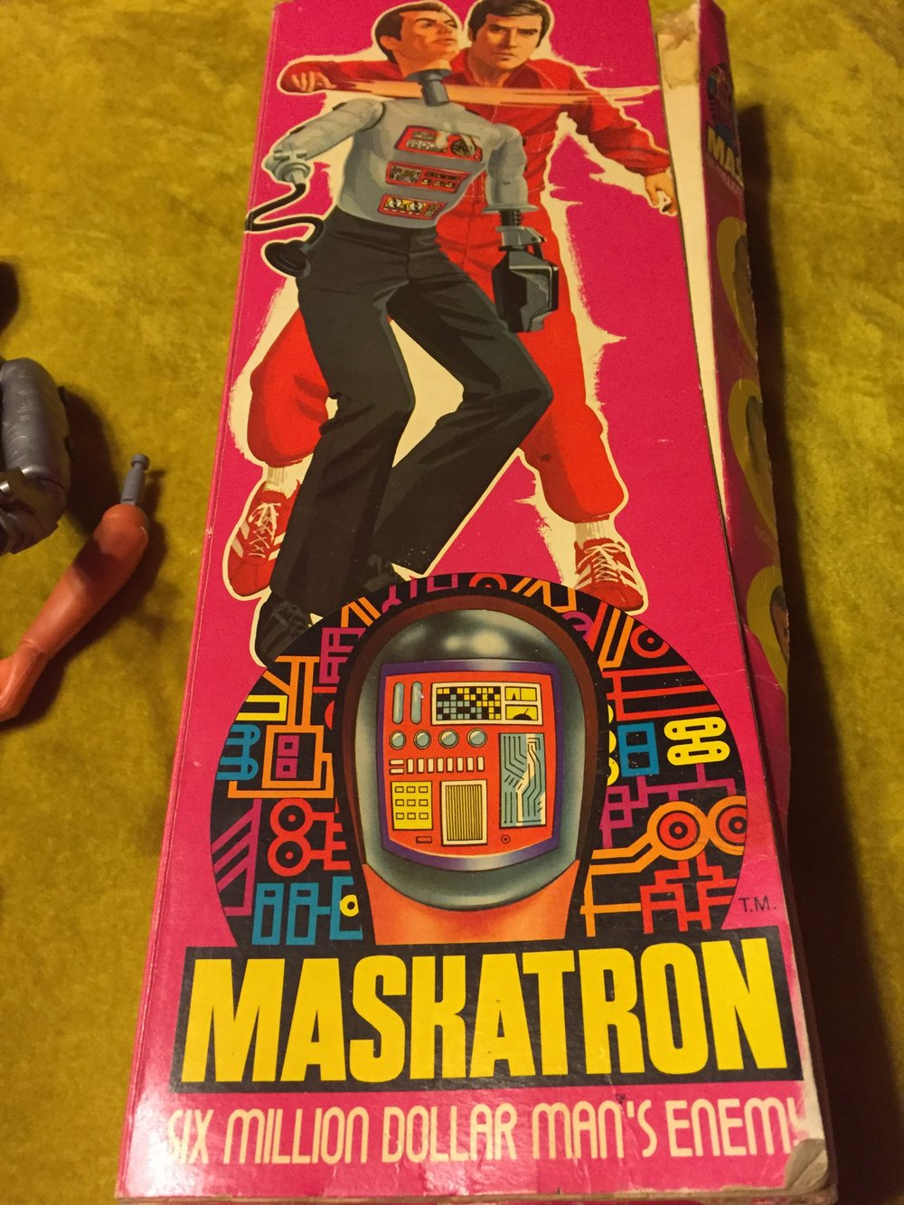"the front of the box demonstrates the ""head exploding"" action feature."