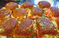 tonya's diner fixes up some pizza sliders!