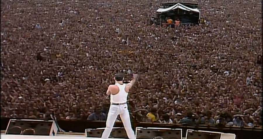 Queen at Live Aid.png