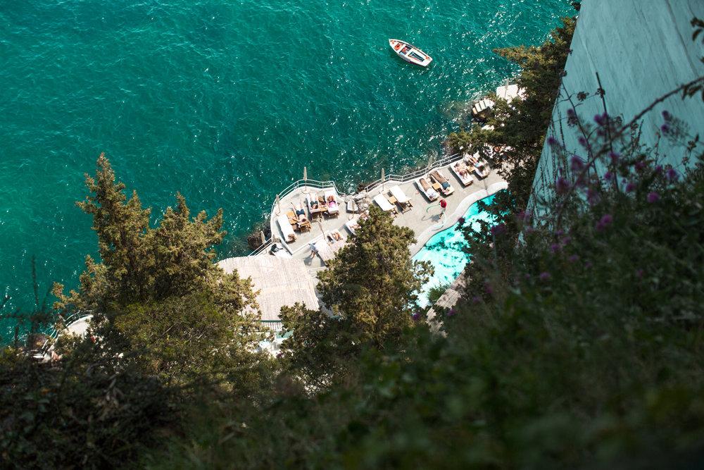 Print of tourists enjoying Hotel Santa Caterina in Amalfi, Italy.