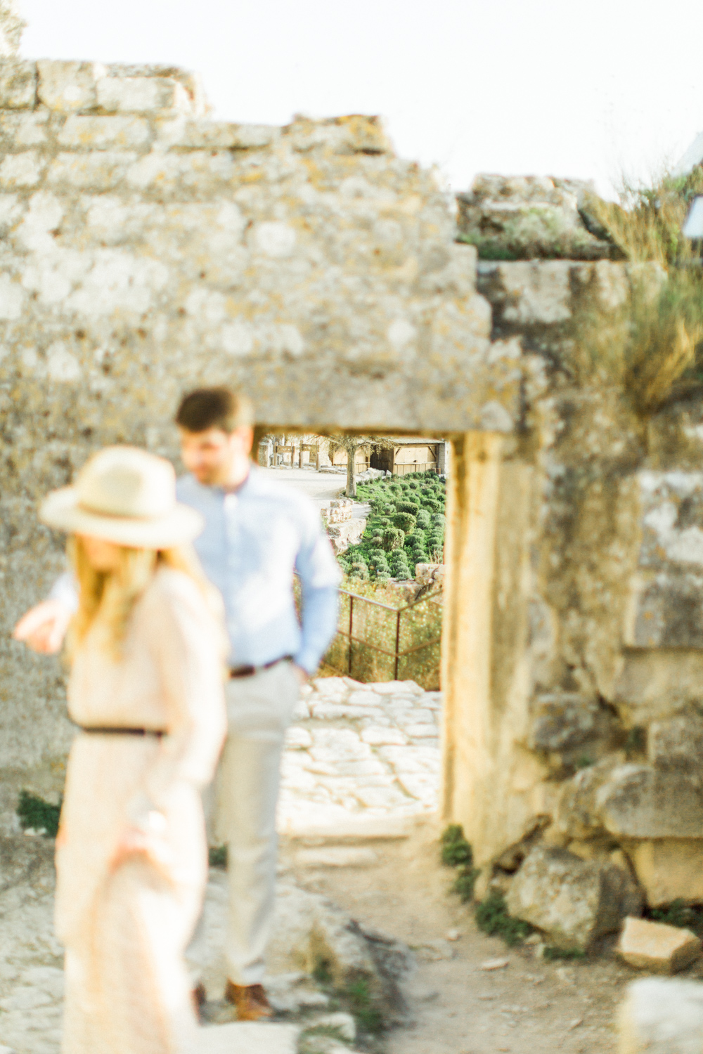 Chateau-des-Baux-de-Provence-Engagement-Session-13.jpg