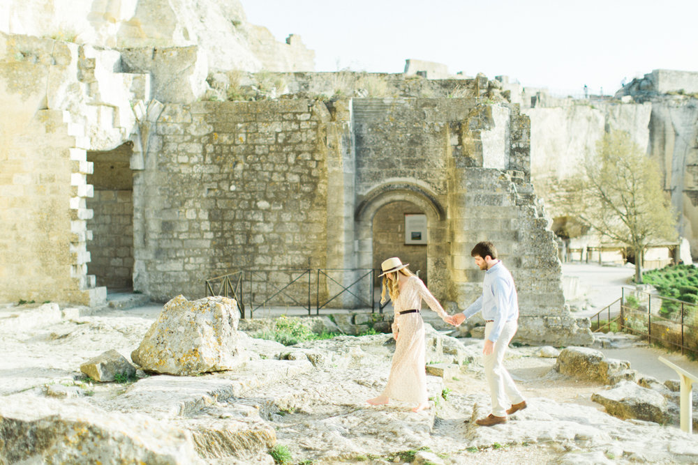 Chateau-des-Baux-de-Provence-Engagement-Session-14.jpg