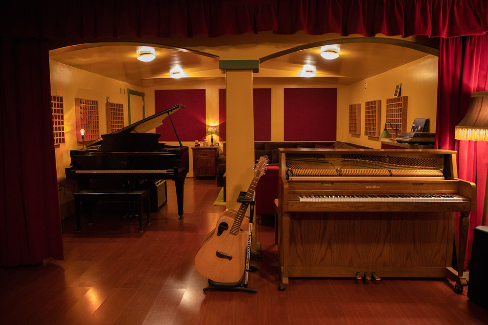 EMP STUDIOS - LIVE BAND TRACKING / OVERDUBS / MIXING PODCASTS / VOICE OVER / VIDEO SHOOTS WRITING CAMPS
