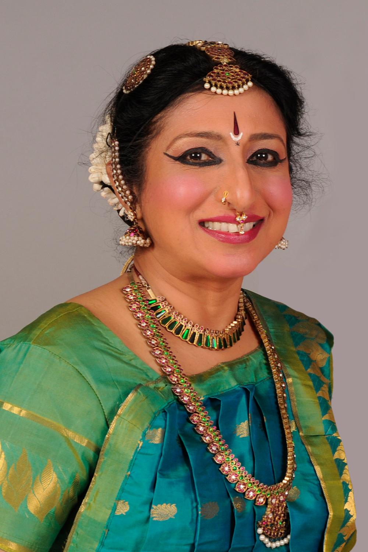 Nalini Rau headshot.png