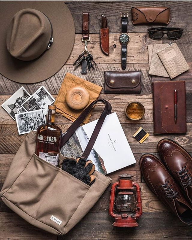 A well worn favorite. From work in the field, to a city stroll - our James Mid wallet is prepared for any adventure, great or small 📷 @whaleysworld