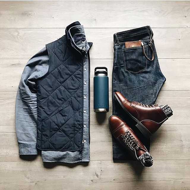 A great classic and clean flatlay from our friend @lahmansbeard ! Our James mid wallet and lanyard peakin' out of the back pocket 😎