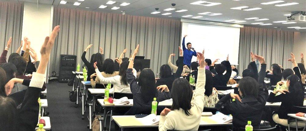 「楽しく継続できる運動プログラム」を体験型セミナーとして、弊社執行役員の山本周平が講師として登壇。