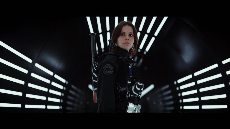 Jyn Erso (Felicity Jones) looking cool as hell