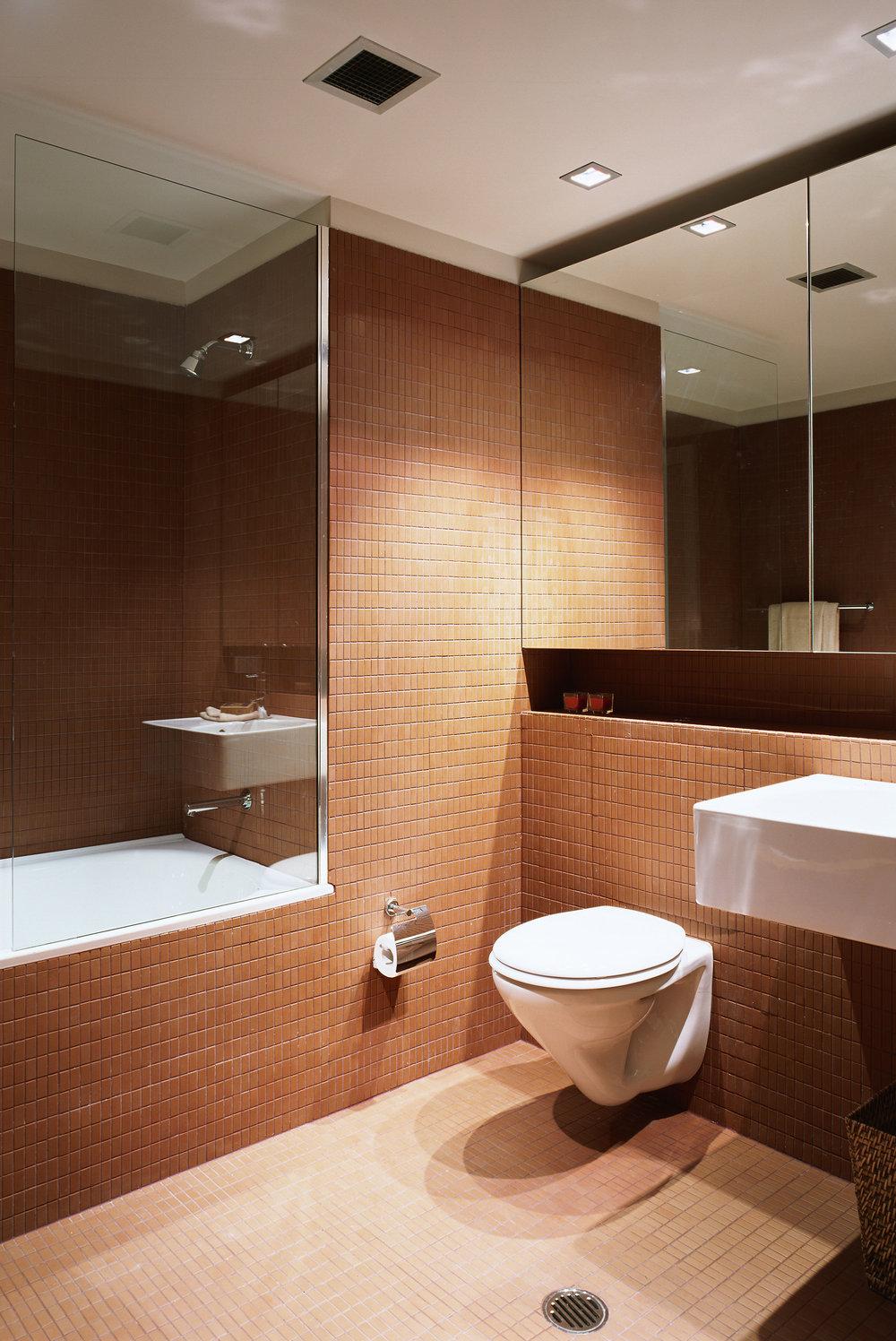 503 bathroom.jpg