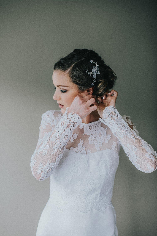 Liz Getting ready Queenstown Wedding |Wedding Photgraphy | Carmen Peter Photography.jpg