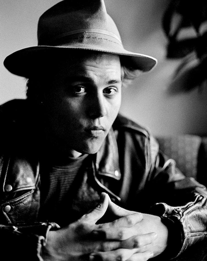 Johnny Depp_Mono.jpg