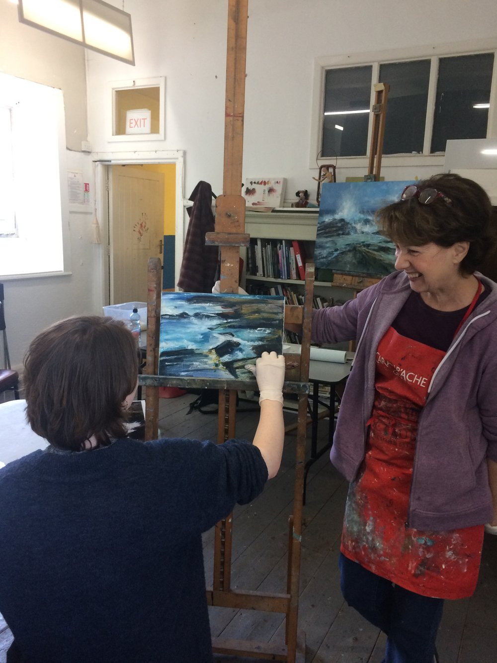 Day 2: Eimear is spending the morning under the supervision and guidance of local artist and exceptional tutor Brenda Malley. Eimear is welcoming experienced seascapes instruction. Thank you Brenda and class for moving up your easels!