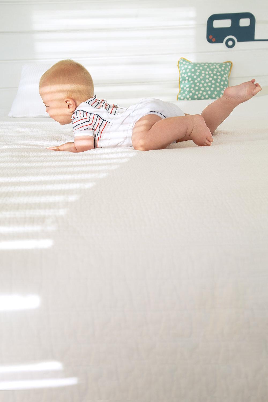 midivertounmondo_on the bed.jpg