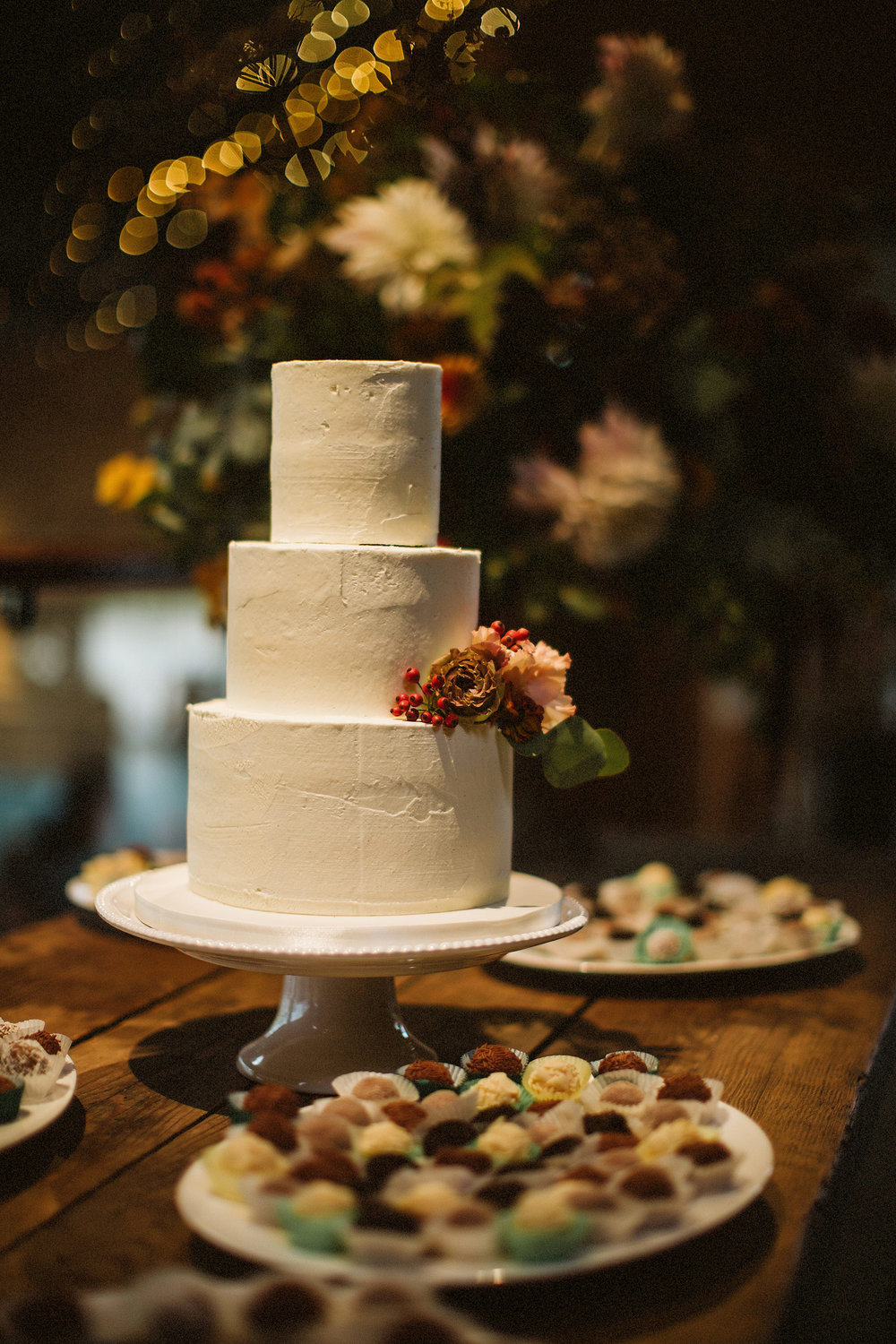 sula flowers cake stonbarn cotswolds wedding