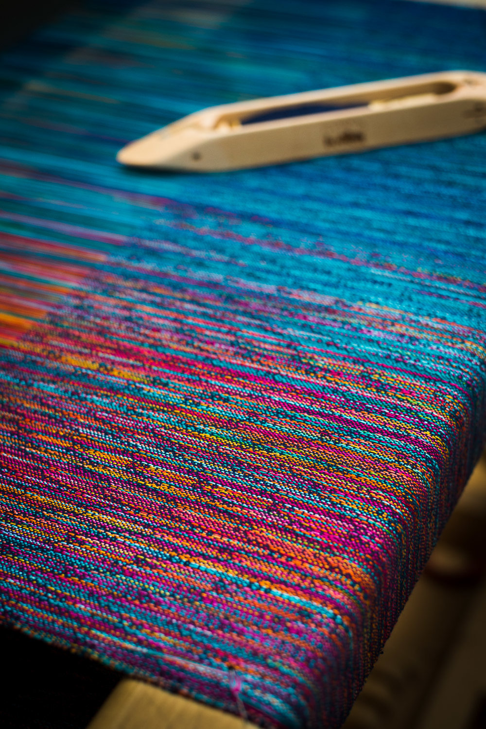 A piece from the Refined In Fire collection. The picture shows and 8-shaft faux crackle type of a fancy twill; a weave structure designed by Paradisaea. The warp is mercericed cotton.