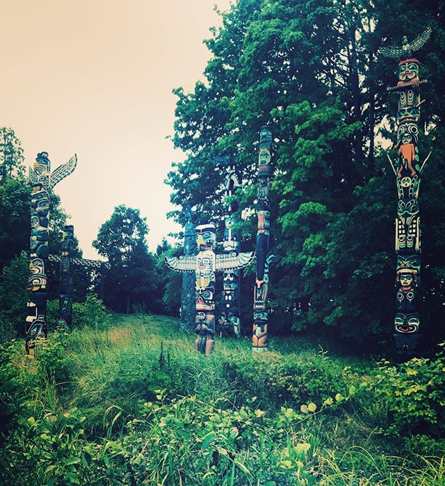 Taking pride in Canadian Herritage🇨🇦Totem Poles are amongst the oldest Naitive reserves in Vancouver since 1962#totempole,#vancouver,#beautifuldestinations