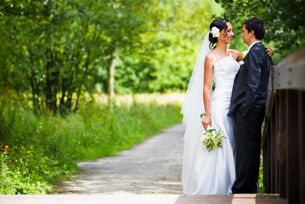 bruidsfotografie in het Westerpark Zoetermeer - op de brug
