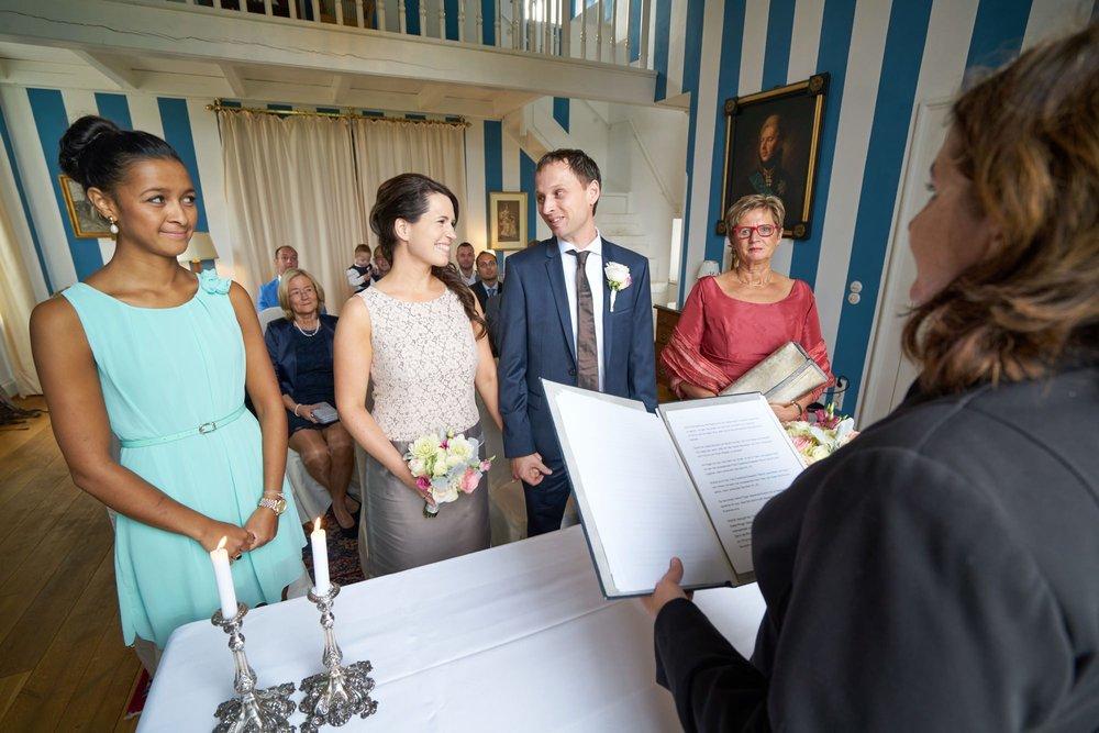 bruidsfotografie-duitsland-schloss Hertefeld-weeze-trouwreportage-259A.jpg