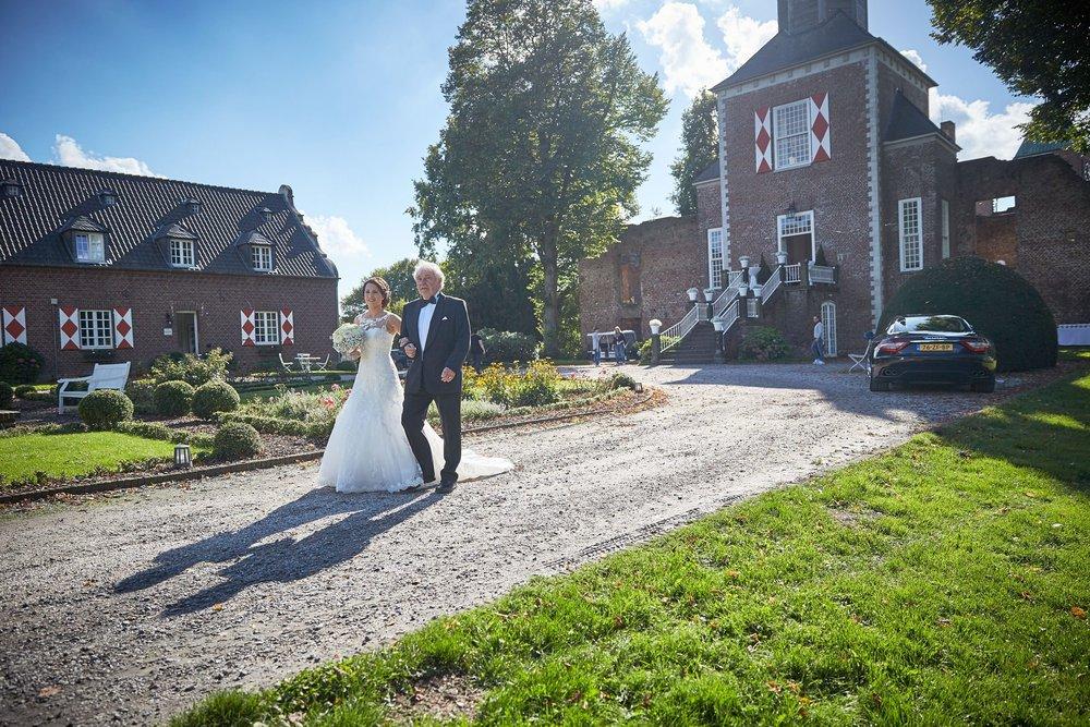 bruidsfotografie-duitsland-schloss Hertefeld-weeze-trouwreportage-276A.jpg