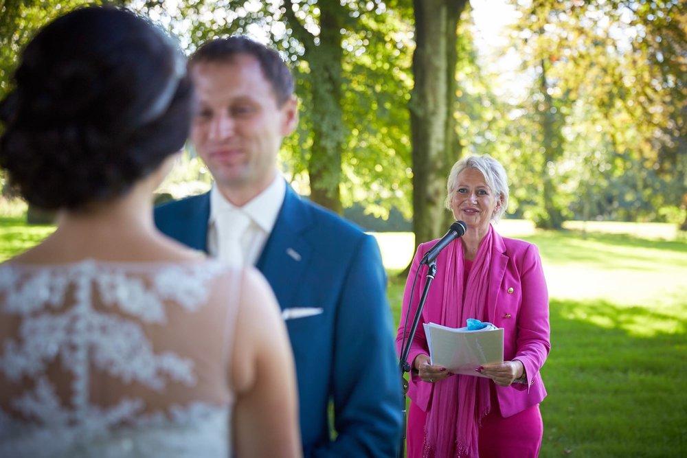 bruidsfotografie-duitsland-schloss Hertefeld-weeze-trouwreportage-283A.jpg