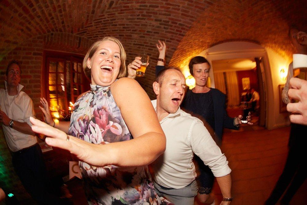 bruidsfotografie-duitsland-schloss Hertefeld-weeze-trouwreportage-306A.jpg