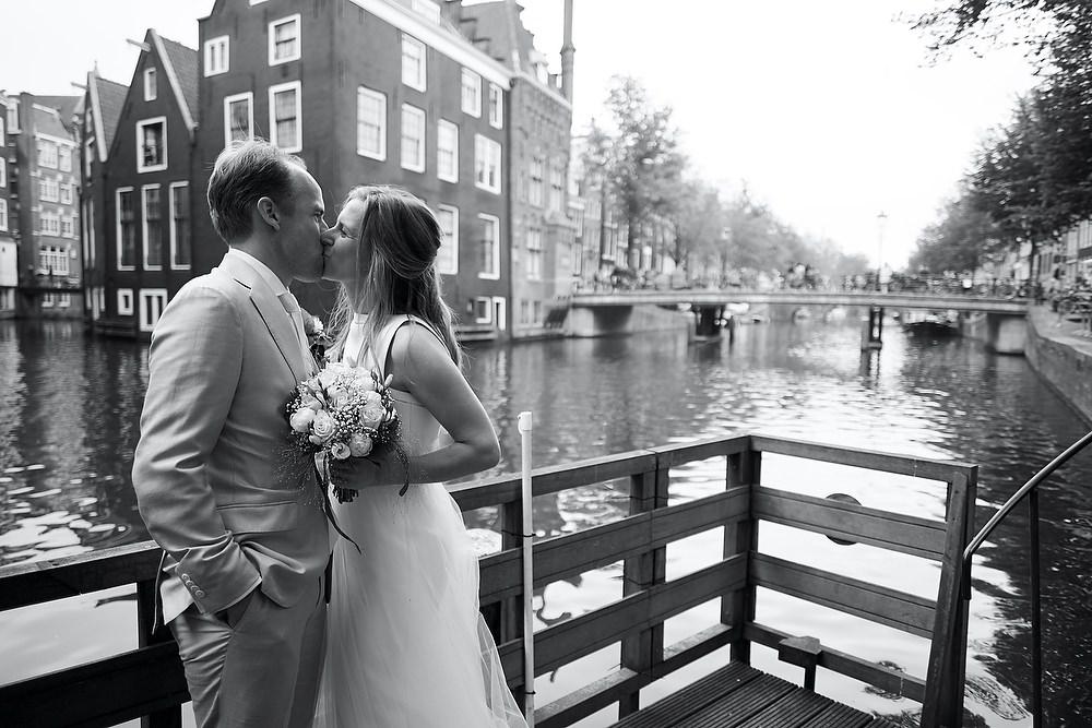 Bruidsfotograaf in Amsterdam - bruidsfotografie in het centrum van Amsterdam