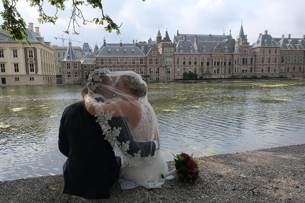 trouwshoot bij de tweede kamer in Den Haag