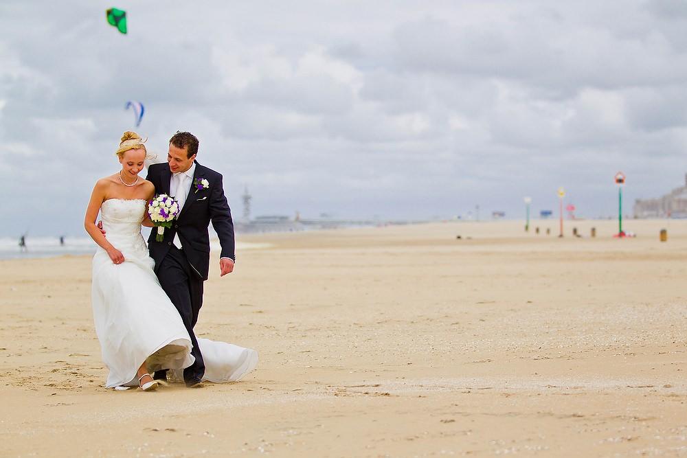 bruidsfotografie op het strand van Scheveningen