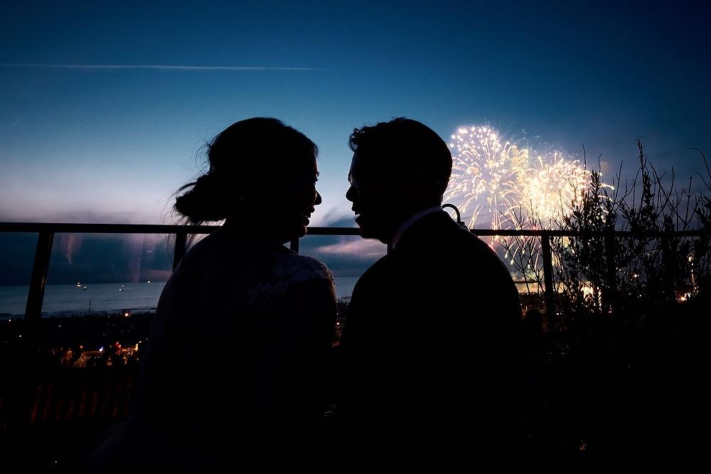 bruidsfotografie tijdens een vuurwerkshow in Scheveningen
