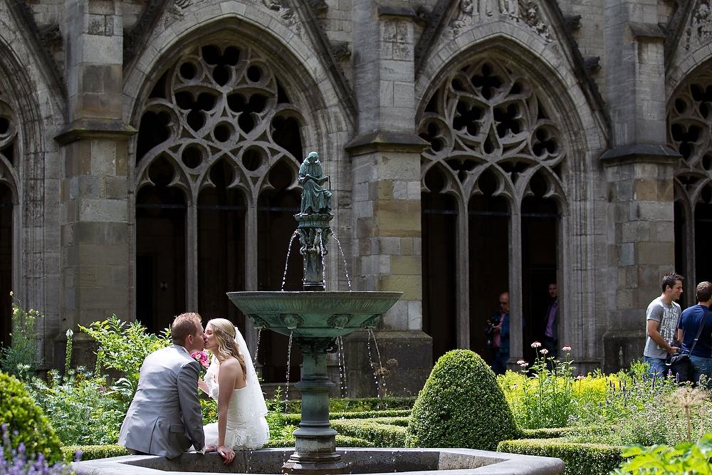 trouwshoot bruidsfotografie in Utrecht - tuin van Domtoren