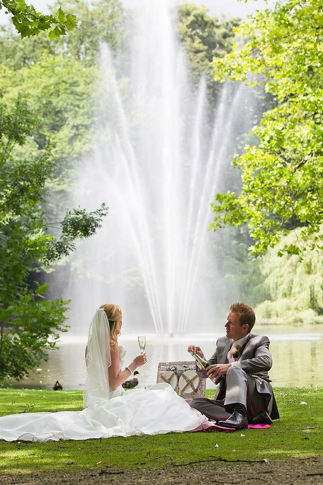 trouwshoot bruidsfotografie in Utrecht - met Julianapark fontein