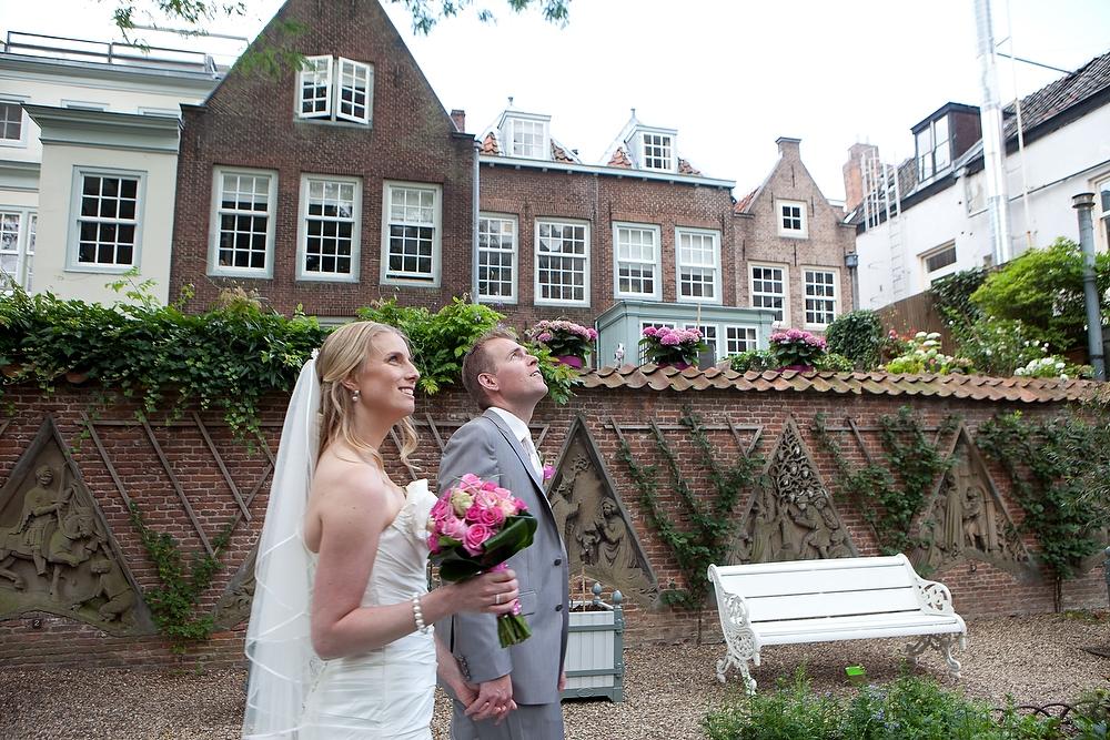trouwshoot bruidsfotografie in Utrecht - typisch hofje