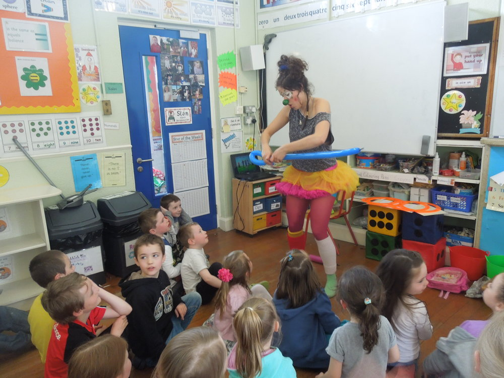 Spanish Classroom Assistant Puts on a Show!