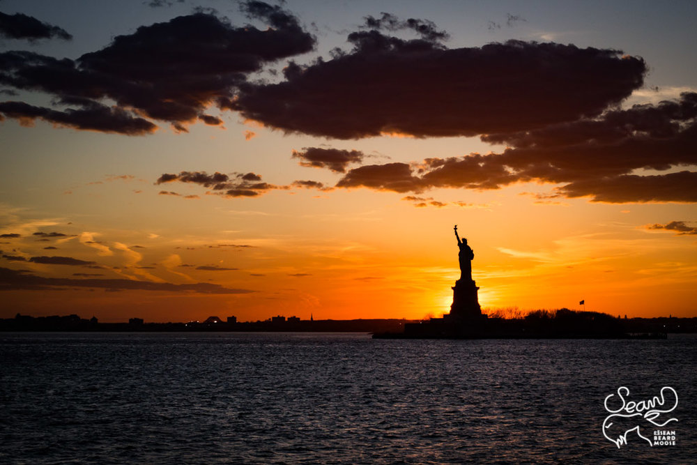 Sunset Behind the Statue of Liberty - [50mm f5.6 1/2000 iso400]