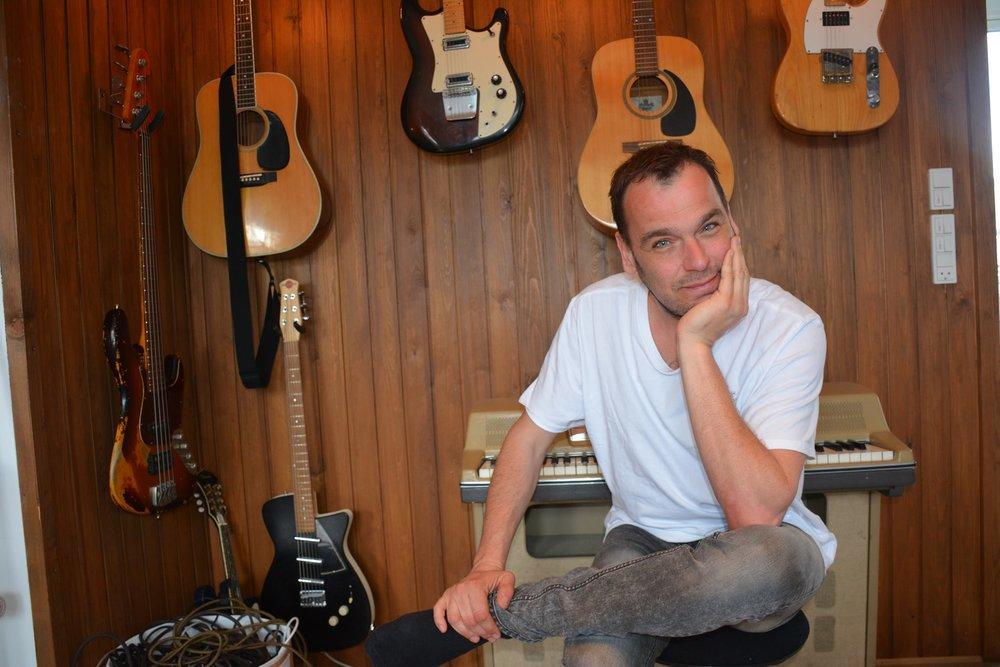 Den succesrige producer og sangskriver Chief 1 er bare en af de instruktører, som deltagerne kommer til at arbejde sammen med på Music Maker Co-Write
