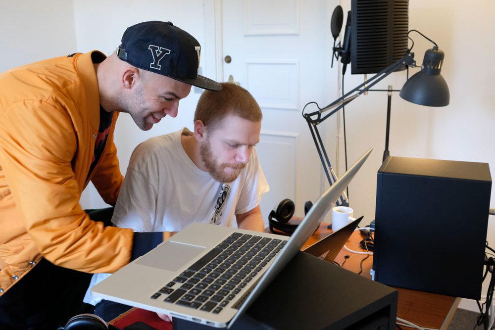 Programansvarlig og pro-writer Thomas Stengaard (tv.) med deltager Aske Knudsen.